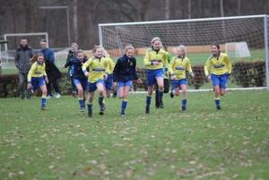 Gratis voetbalclinic voor meisjes