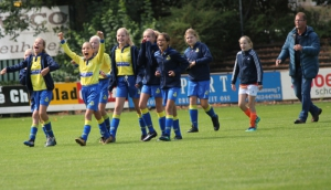 Gratis voetbalclinic voor meisjes!
